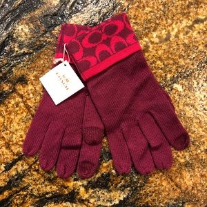NWT Coach Fuchsia tech gloves